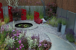 Create a ground cover that stands out | Decorative Aggregates